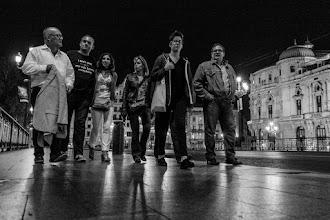 Photo: Para garantizar la decencia del evento, se forma una cuadrilla Naukas que se encarga de vigilar que la gente no se amontone por la noche en los pasillos..., digo, en las aceras bilbaínas.