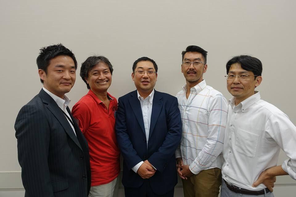 左から2人目が、私。中央が、渋谷さん。その隣が内野さん。