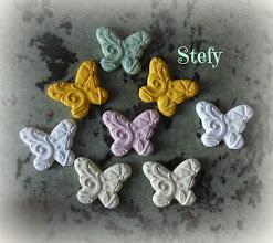 Photo: Gessi a forma di farfalla colorati