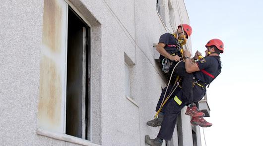 Rescatan a tres familias del incendio de sus viviendas en Huércal-Overa