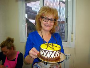 Photo: Marivel y su tarta, tomo nota de la decoración, la haré...en mi proxima mousse.