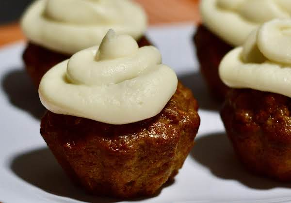 Carrot Cake Cupcakes With Cream Cheese Frosting Swirl