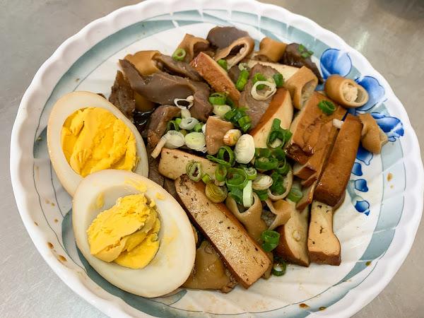 明月麵店 巷子內飄香五十多年~ 老饕才會知道的隱藏版美食、麻醬乾麵Q香好吃!