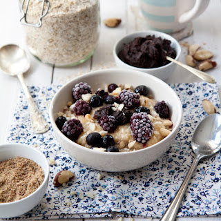 Blackberry Porridge With Cocoa And Date Paste