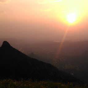 Sunset !!!! At its magnitude by Karthish Waran - Landscapes Sunsets & Sunrises ( mumbai, phone, lonavala, most beautiful place, sunset, sony xperia l, beauty in nature, landscape )