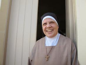 Photo: 13.10.12StJulien : Sœur Ellis, Mère Abesse, accueil souriant au monastère des Clarisses