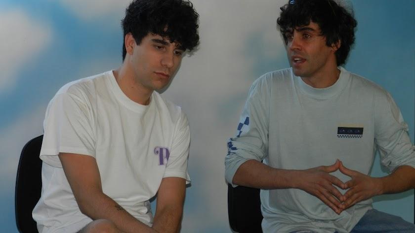 Javier Calvo y Javier Ambrossi, en El Ejido durante la presentación de \'La llamada\'.