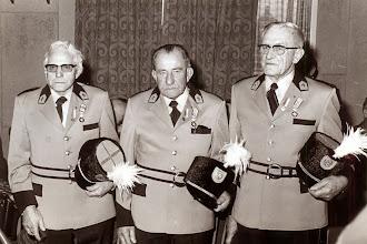 Photo: Koninklijk zilver voor de drie oprichters tijdens het 50-jarig bestaan van Togido v.l.n.r. Bareld Hollander, Hendrik Moek en Albert Lanjouw