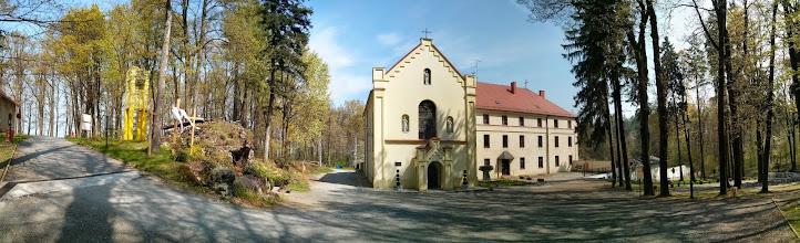Photo: Sanktuárium sv. Josefa a františkánský klášter v Prudniku tvoří budovy z 19. století, které jsou situovány do prud)nického lesa na návrší Kozí hora (Kozia Góra)