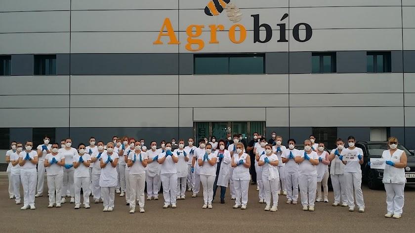 Aplauso en las instalaciones de Agrobío.