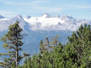 Photo: Der Hohe Dachstein begleitet uns auf unserer gesamten Wanderung.
