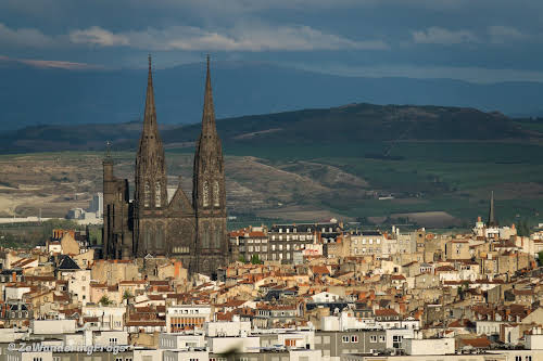 Clermont-Ferrand Cathedral: Dark, Gothic, and Imposing // Standing over the city
