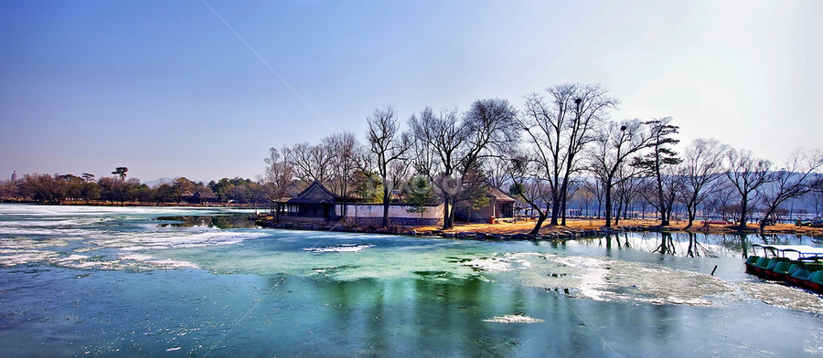 The frozen lake at Chengde Summer Resort by Ken Goh - Landscapes Travel