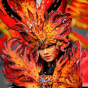 Banyuwangi Ethno Carnival 2013 (part XIX) by Simon Anon Satria - News & Events World Events ( jawa timur, banyuwangi, banyuwangi ethno carnival 2013, wisata, indonesia, event, bec, festival, tourism, travel, culture, women, lady, red,  )
