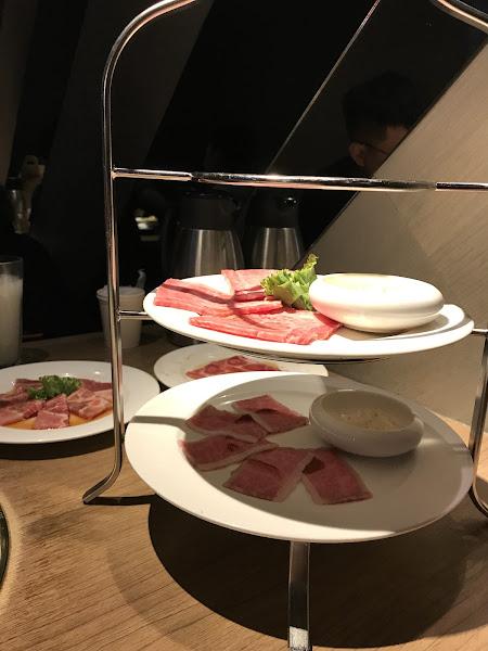 本次選擇了2980雙人套餐吃下來覺得很棒,服務人員態度服務專業,上菜速度也迅速,肉質也不錯,很喜歡餐前的雞湯