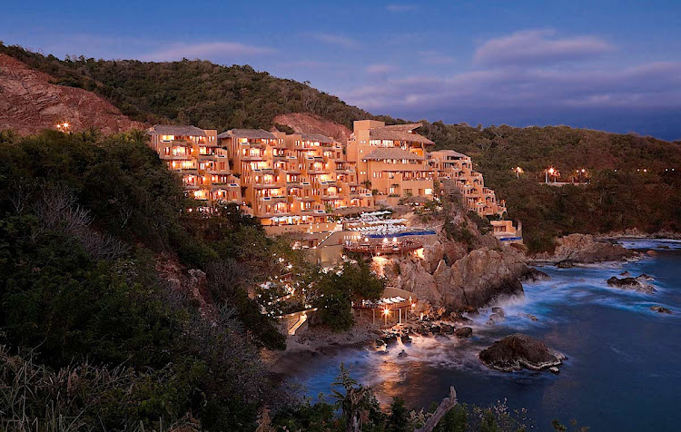 Dramatic cliffside view of Capella Ixtapa at dusk (click to enlarge).
