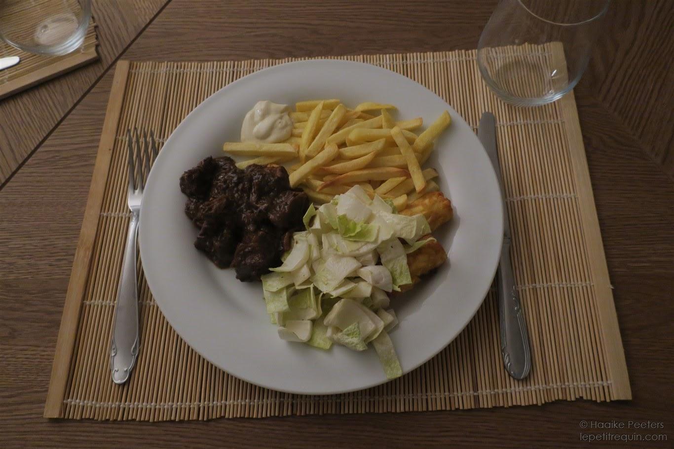 Stoofvlees met witloof en frietjes