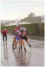 Photo: Sous la pluie en peloton, c'est assez chaud -- notez que Bertrand là aussi reste prudent en gardant une petite marge de distance !