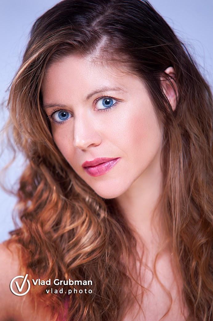 Actress headshot - photography by Vlad Grubman / Zealusmedia.com