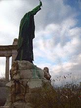Photo: Pomnik biskupa Gellérta (ziarno)