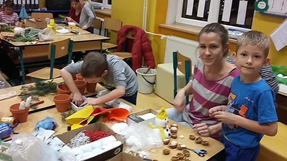 Druhá vánoční dílna s rodiči - příprava výrobků na školní jarmark