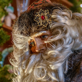 Mansion on O - 2018 Christmas Decorations - Antique Santa Doll by Gary Stanley - Public Holidays Christmas ( mansion on o street, 24-70mm s, washington photo safari, christmas decorations, nikon z7, santa claus, historic home )