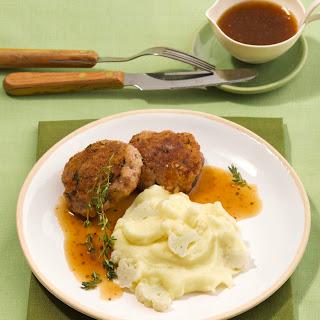 Kalbshacksteaks mit Kartoffel-Blumenkohl-Stampf