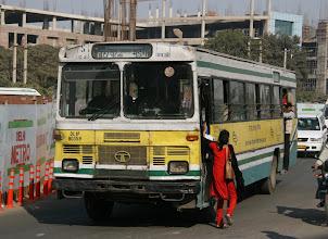 Photo: Paikallisbussi Delhissä