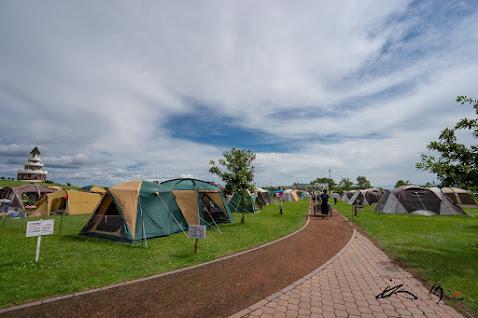 所狭しと並ぶテント