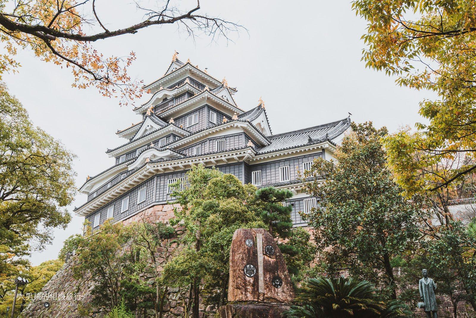 岡山城因外牆以大片黑漆為主,被稱為「烏城」。