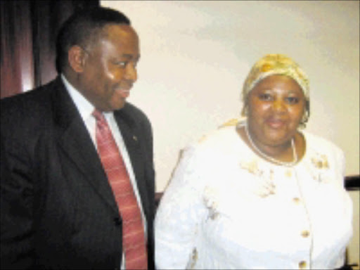 READY: Minister of Home Affairs Nosiviwe Mapisa-Nqakula chatting to Dan Moyo, the 2010 World Cup Government Unit at a media briefing in Rosebank yesterday. PHOTO: 08/12/2008. Sowetan. Pic. Ramatsiyi Moholoa