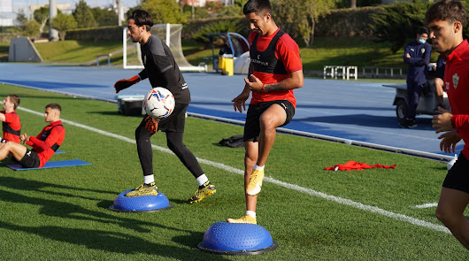 José Gomes tiene hasta cinco futbolistas por debajo de los 20 años