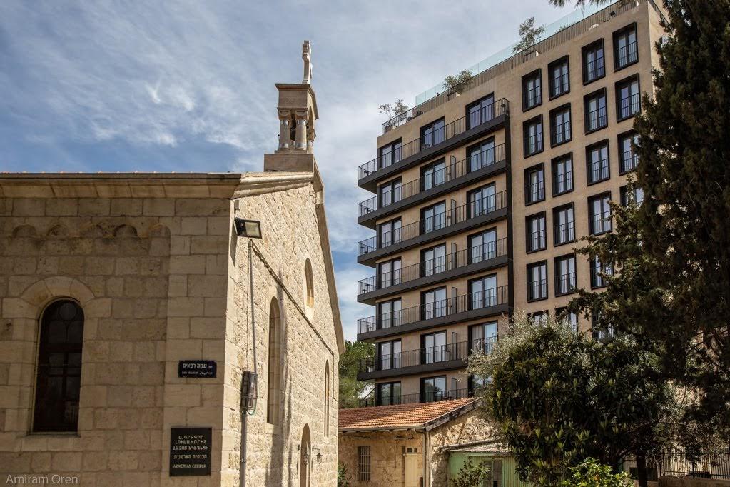 חדש, מלון אורינט וישן, מבנה בשימוש הכנסייה הארמנית