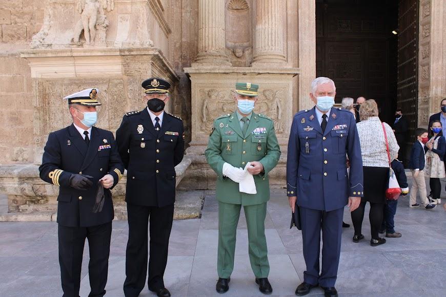 Comandante Naval,el jefe de la Brigada de Seguridad Ciudadana de la Policía Nacional , General jefe de la Brigada de La Legión; y el subdelegado de Defensa.