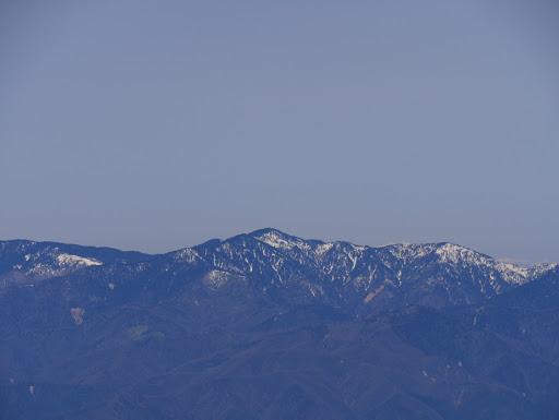 安平路山と奥に白山の山頂部が