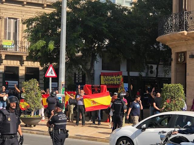 Contramanifestación en Puerta Purchena.
