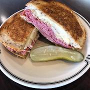 #88 Hot Corned Beef (Full Sandwich)