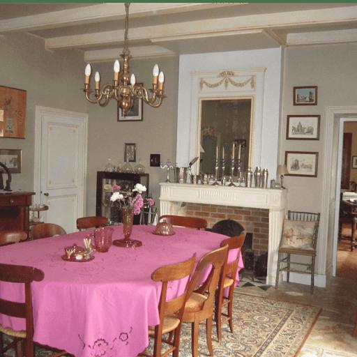 la-salle-a-manger-de-la-table-dhotes-au-clos-de-la-garenne-17700-pres-de-rochefort