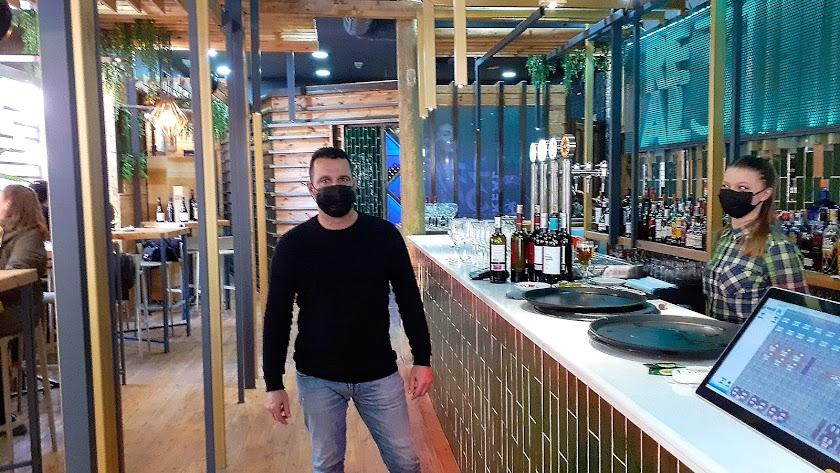 David Ibarra Peinado, empresario hostelero en su nuevo establecimiento, Real 31.