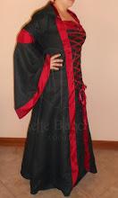 Photo: Capa/vestido em camurça preta e tafetá vermelho, com capuz forrado e mangas.   Site: http://www.josetteblanchard.com/ Facebook: https://www.facebook.com/JosetteBlanchardCorsets/ Email: josetteblanchardcorsets@gmail.com josetteblanchardcorsets@hotmail.com