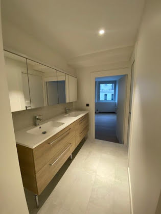 Location appartement 4 pièces 163,87 m2