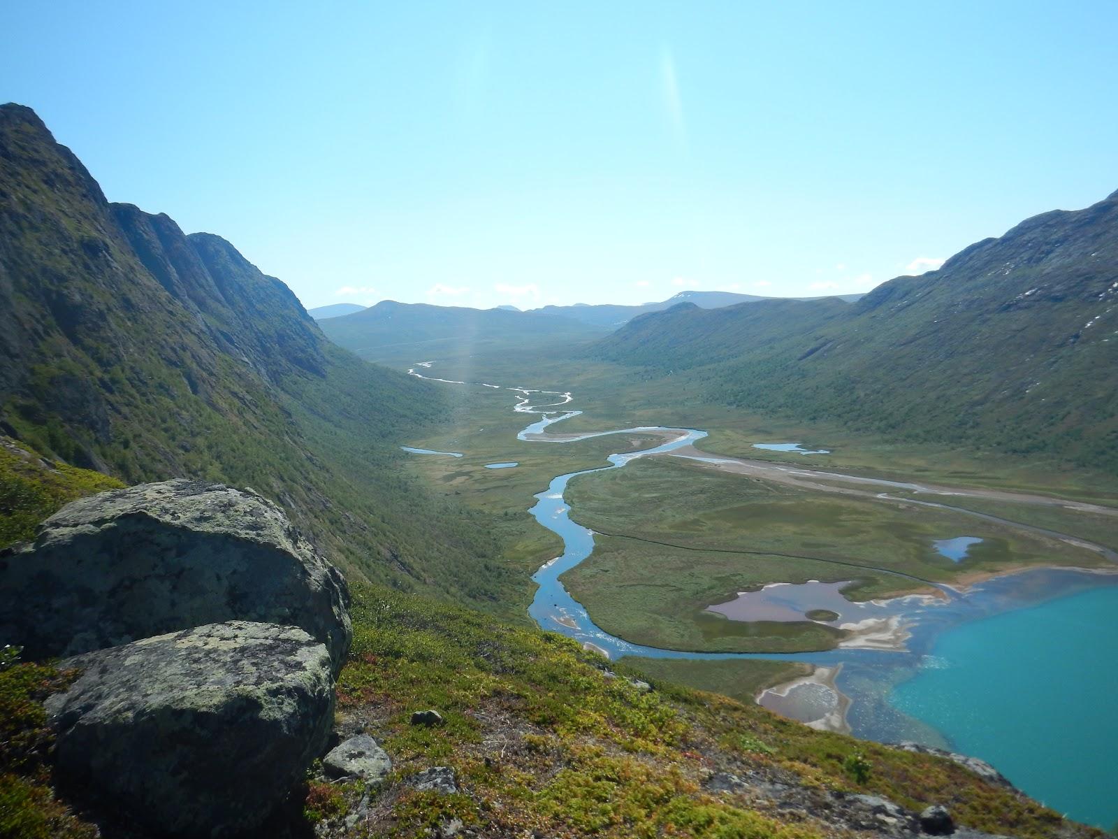 River andlake ØvreLeirungen from descendingKnutshø