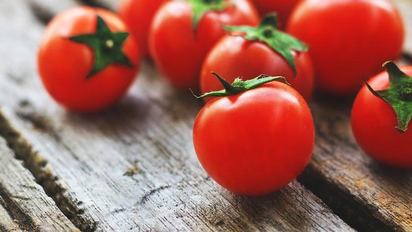 Tomates cherry para nuestra ensalada saludable.