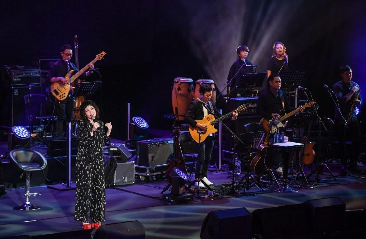 【迷迷現場】 新加坡國寶歌后 陳潔儀 出道26年首場台灣演唱會 蘇永康上台合唱〈愛的正好〉
