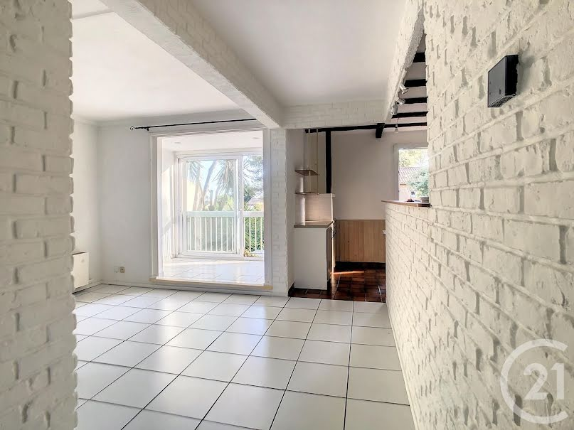 Location  appartement 3 pièces 73.4 m² à Antibes (06600), 982 €