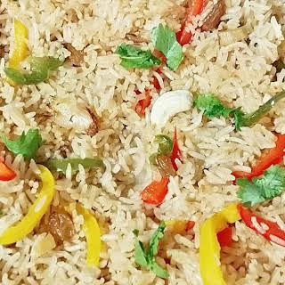 Capsicum Pulao - Indian fried rice with bell pepper.