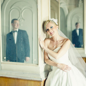 by Robert Luca - Wedding Bride & Groom