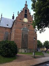 Photo: Kirken lige overfor vores hotel - den imponerende Heliga Trefaldighets kyrka, også kaldet Nordens skønneste renæssancetempel. Kirken er opført i 1617-1628 af Christian 4