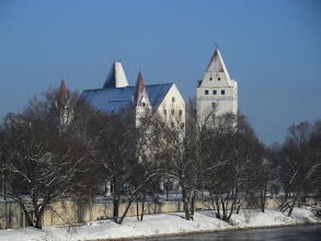 Photo: Das Neue Schloss in Ingolstadt gehört zu den wichtigsten gotischen Profanbauten in Bayern. Bauherr war Herzog Ludwig VII. von Bayern-Ingolstadt. Das benachbarte Alte Schloss, eine mittelalterliche Burganlage aus dem 13. Jahrhundert, wird heute Herzogskasten genannt.