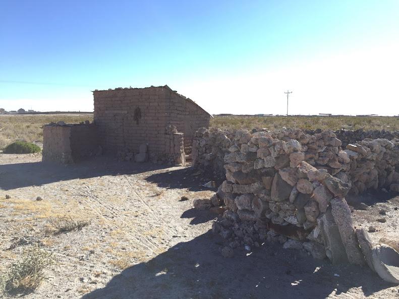 ウユニの街のはずれにあった昔の住居のようなもの